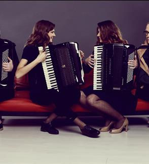 "Akordeonistų kvarteto ""Indeed""  koncertas Žaliakalnio turguje"