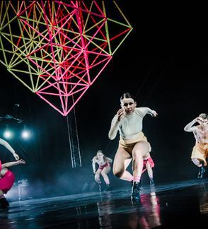 LOW AIR: urbanistinio šokio spektaklis ŠVENTASIS PAVASARIS