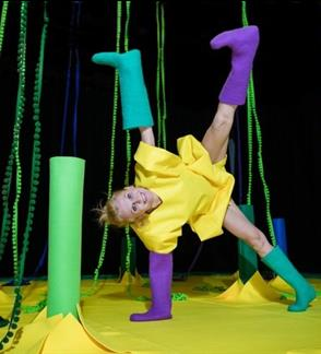 """Meadow"". Interactive dance performance-installation for children of 4–24 months"